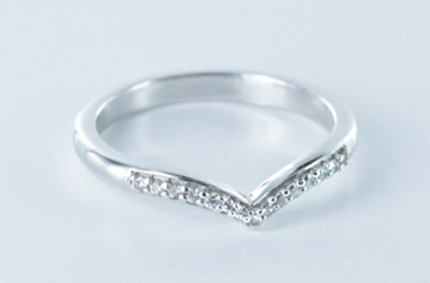 Picking a Matching Wedding Band For Your Engagement Ring